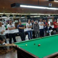 Bebeto na tacada na 17ª Copa Sul Noel Snooker