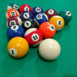 Jogo de bola (seminovo) importada de 57,2 com 16 bolas lisas e faixadas