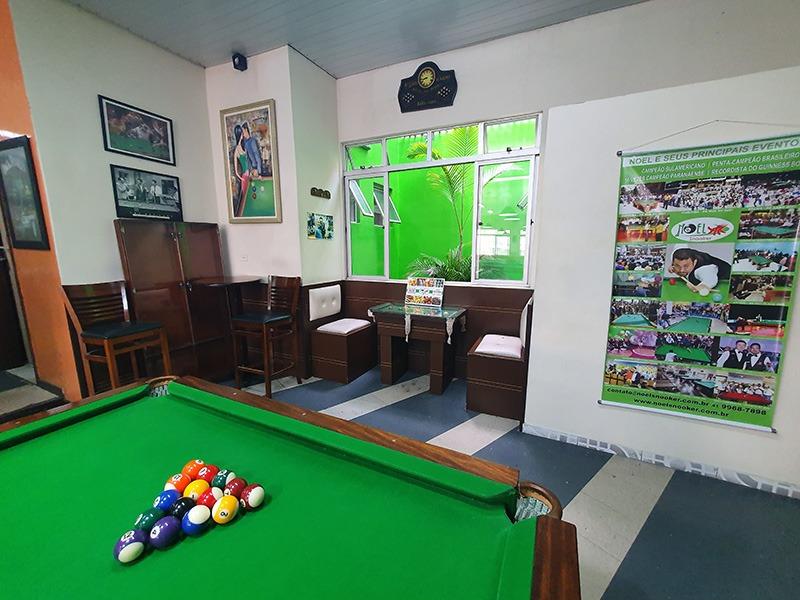 Noel Snooker Bar com mesas de sinuca